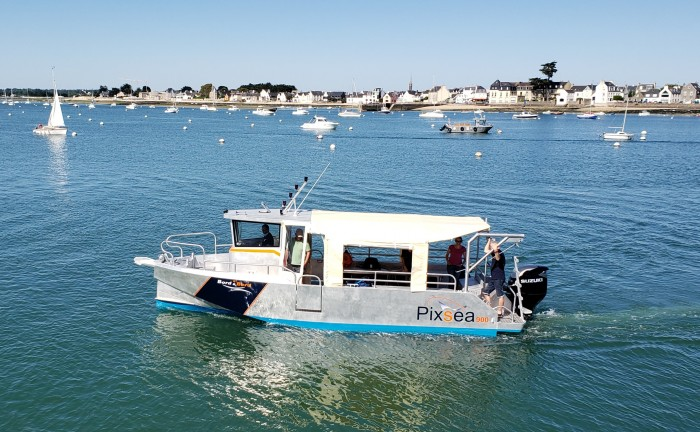 bateau a moteur en aluminium