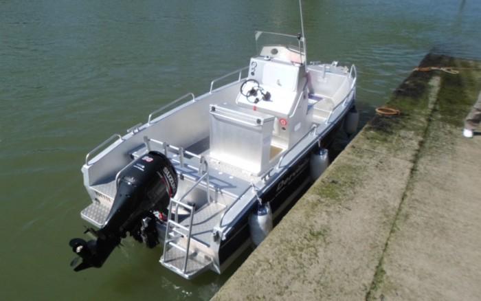 bateau dervinis 570 coque aluminum